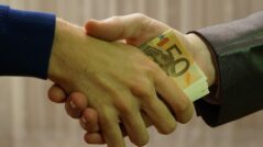 A Criminal Investigation Officer from Rîșcani District Was Detained While Allegedly Taking a Bribe of 5,000 Euros