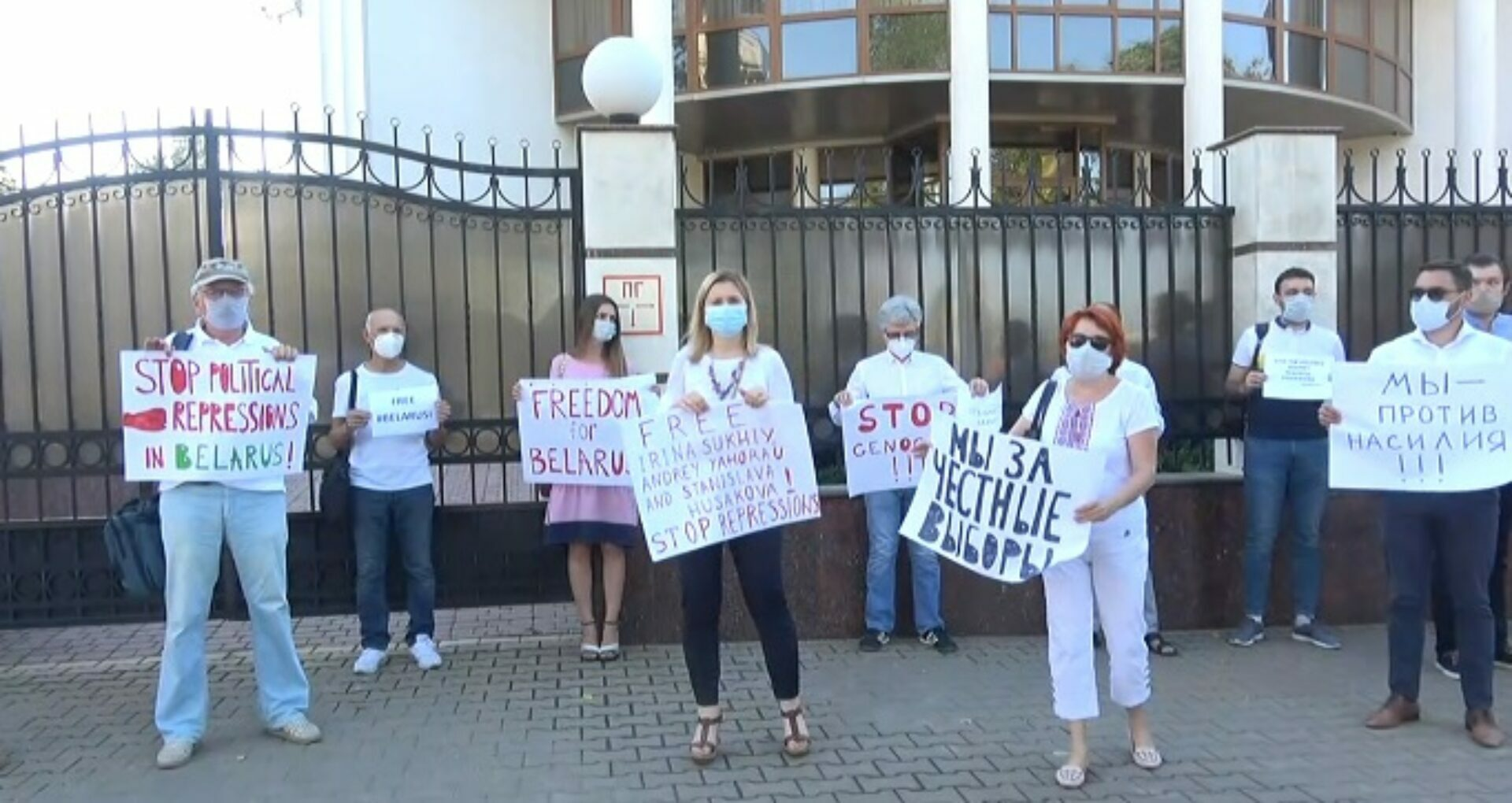 """A Second Protest at the Embassy of Belarus in Chișinău: """"We demand free and fair elections"""""""