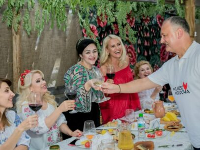 President Igor Dodon and Artists Criticized for Taking Part in an Event, Ignoring Social Distancing and not Wearing Masks