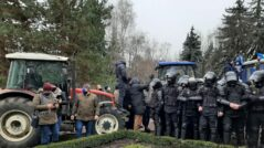 Farmers' Protest Against Government: Four Policemen and Two Journalists Injured