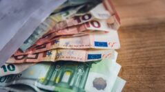 Public Property Agency Officials Cash in Thousands of Euros From State-Owned Companies