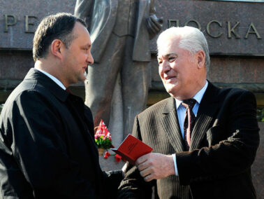 The Socialists are to Form a Left-Wing Bloc with the Communist Party for Early Parliamentary Elections