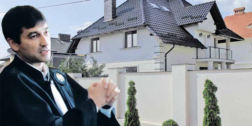 Бывший судья ВСП не позволил прокурорам войти в дом, который должны были оценить