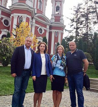 Игорь Додон с женой Галиной, свояченицей Екатериной и братом Александром