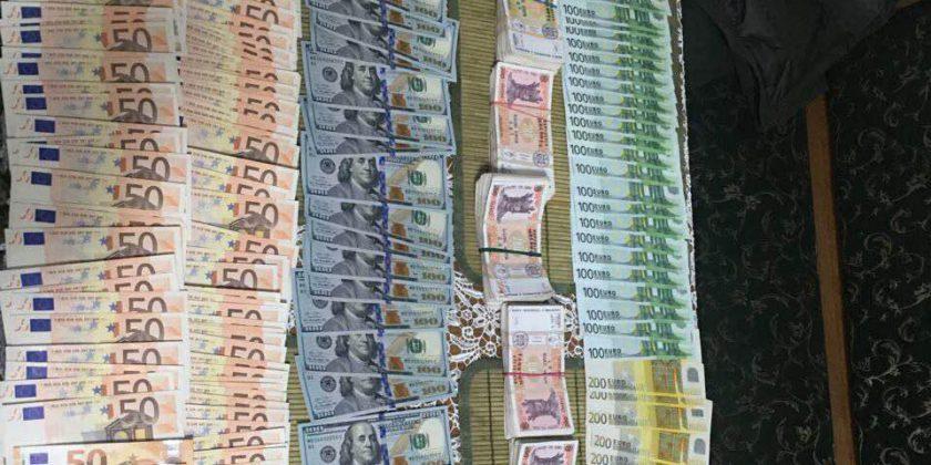 Служба по предупреждению и борьбе с отмыванием денег о выводе из Молдовы крупных сумм денег