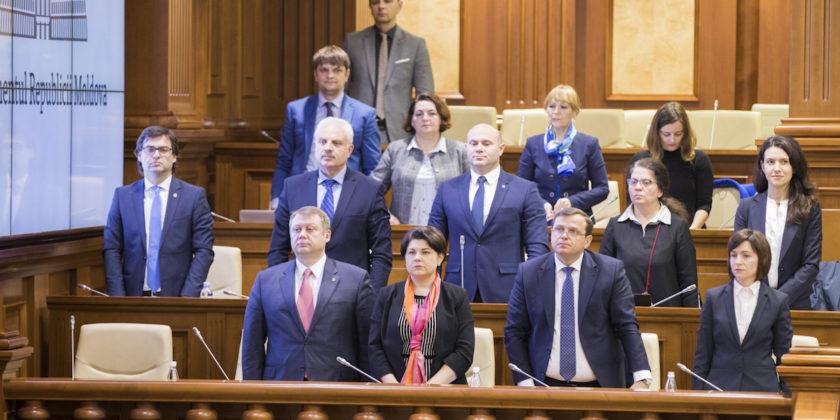 Падение анти-олигархического правительства в Молдове: что это значит и чего ждать дальше