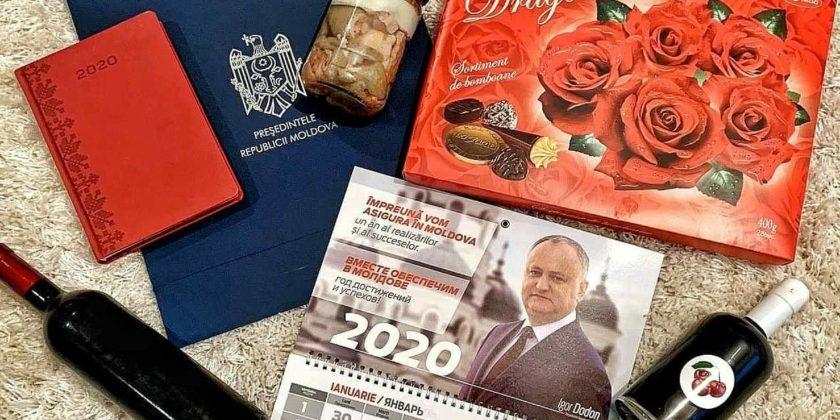 ФОТО/ Вино и тушенка от президента Додона – «оскорбление профессии журналиста»