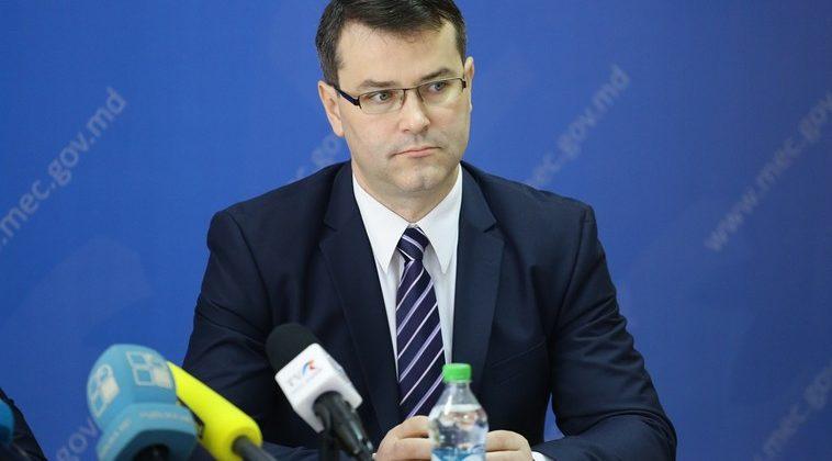 Министр экономики объясняет, на каких условиях будет допущено повышение тарифов на междугородние поездки