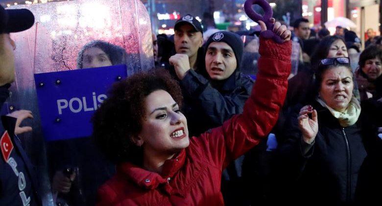 Изнасиловали? Выходи замуж за насильника — в Турции принимают именно такой закон