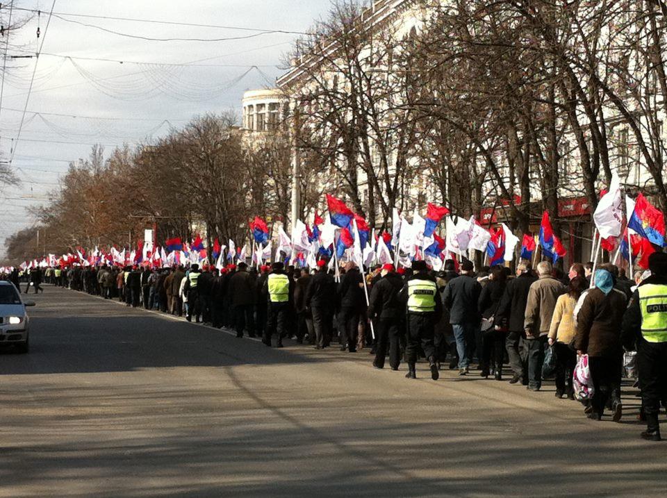 foto) Comuniştii au şi schimbat drapelul de stat   Ziarul de
