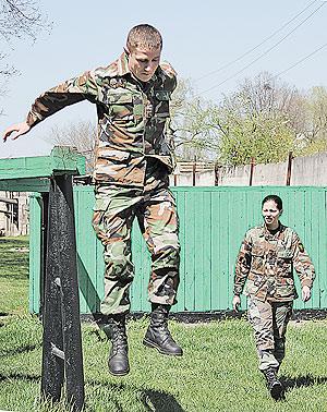 421-femei-armata-5