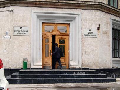 Dosarele judecătorilor:  cu sentinţe, condamnări, amânări,  dar fără magistraţi în puşcării
