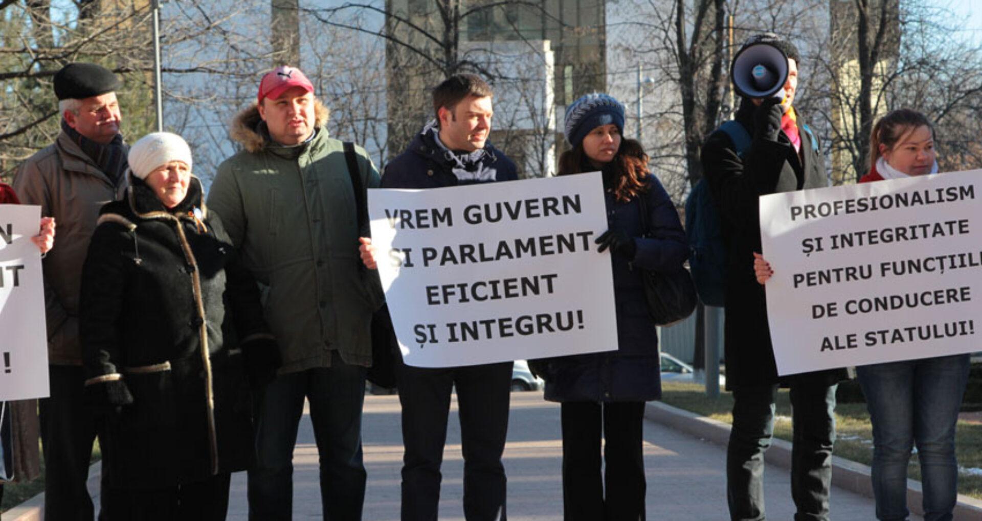 """[Foto-Reportaj] """"Vrem Guvern și Parlament eficient și integru. Nu ne dați cu schiurile"""""""
