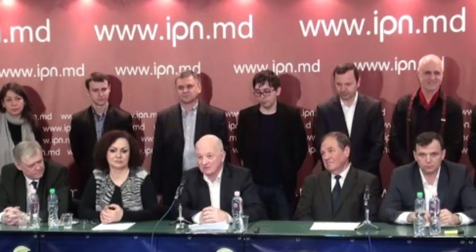 """Liderii de opinii au lansat Platforma Civică Demnitate şi Adevăr """"DA"""""""
