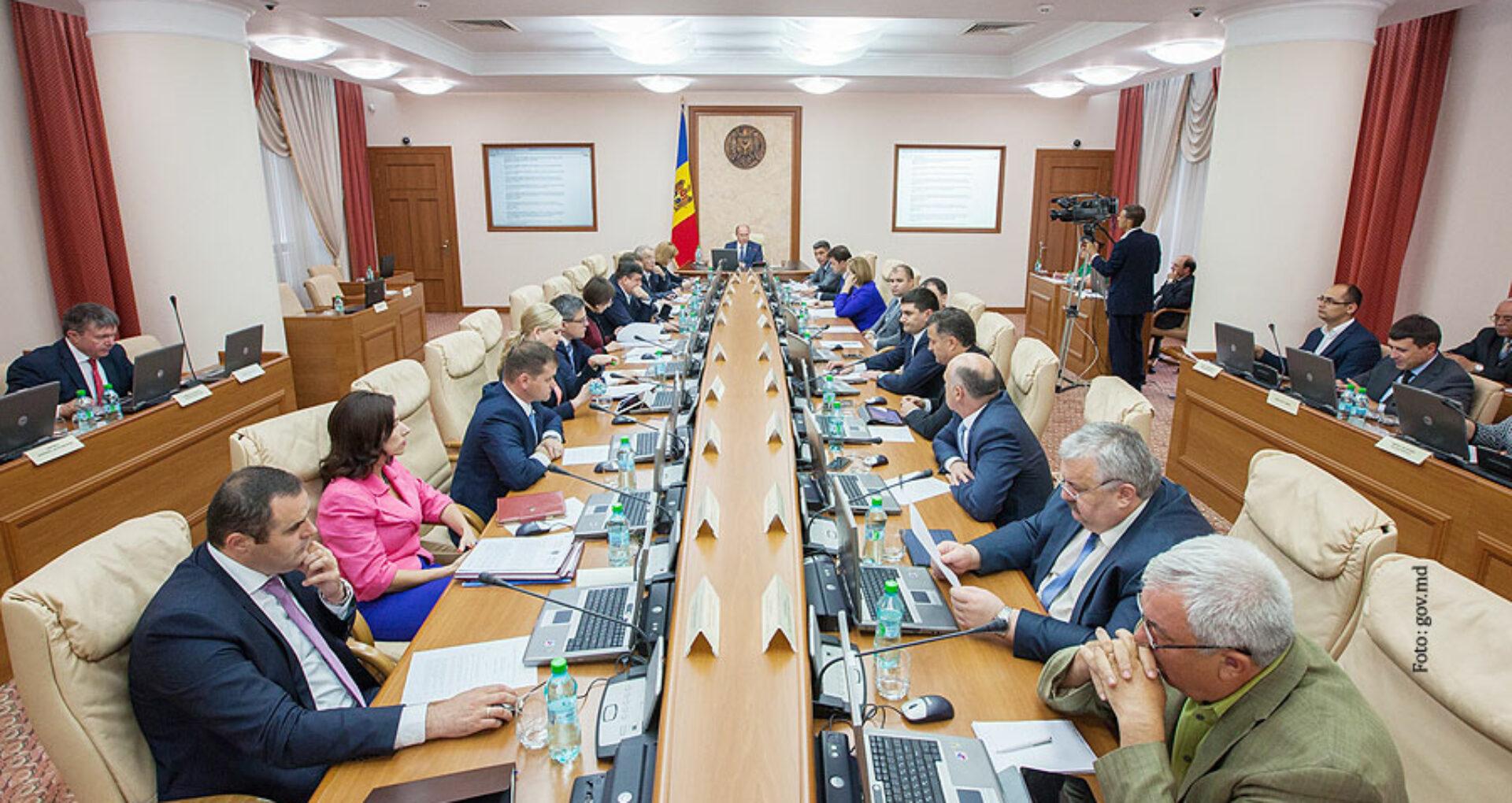 Noii miniştri, cu case de milioane, firme și proprietăți în România