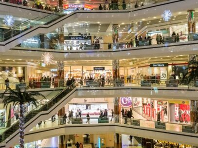 Centrele comerciale își reiau activitatea în zilele de sâmbătă și duminică