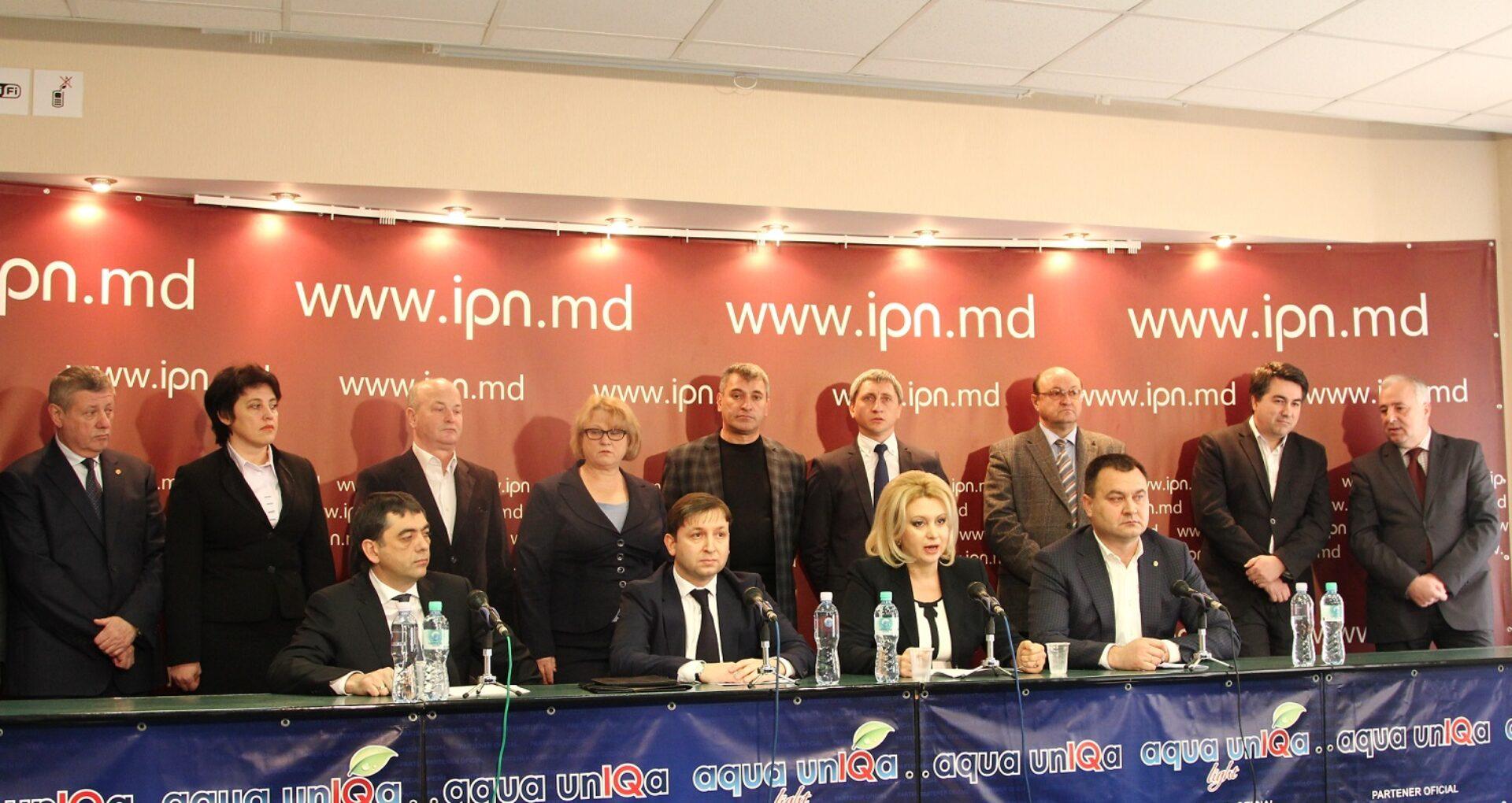14 deputați PCRM au părăsit fracțiunea