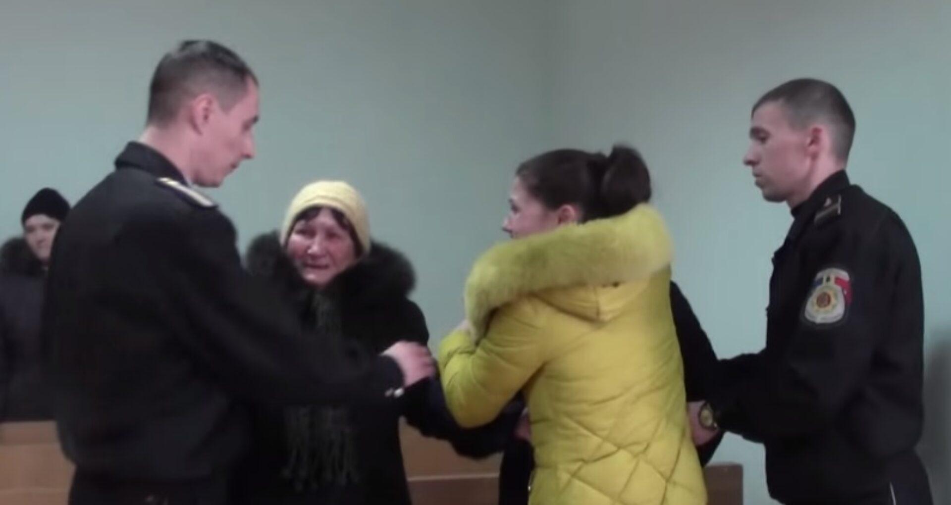 (VIDEO) Crește singură cinci copii minori și a fost trimisă după gratii