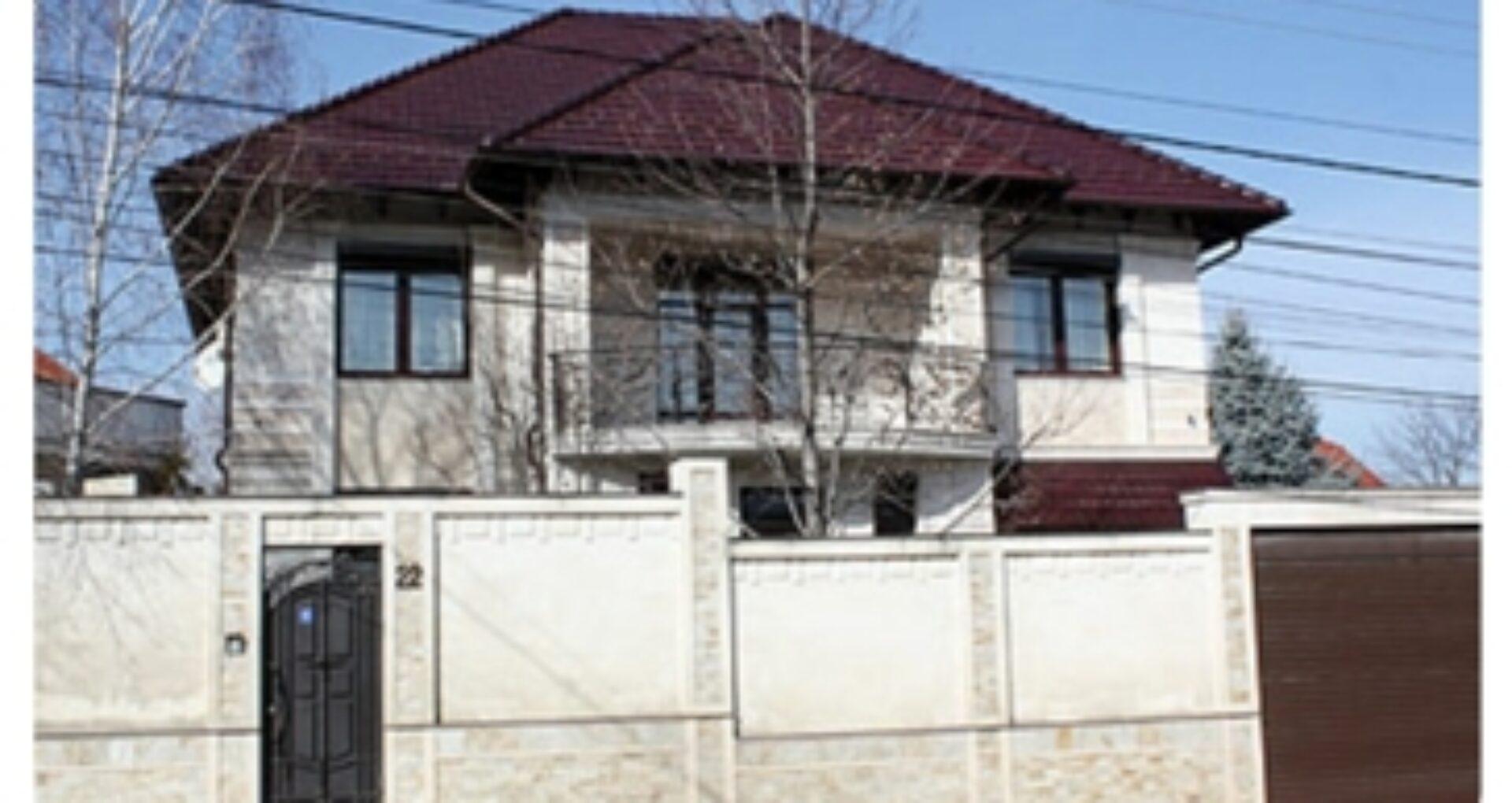 (foto) Averea deputatului Reşetnicov: două case în Chişinău, apartament, spaţii comerciale, maşină de un milion şi o soţie cu afaceri de succes