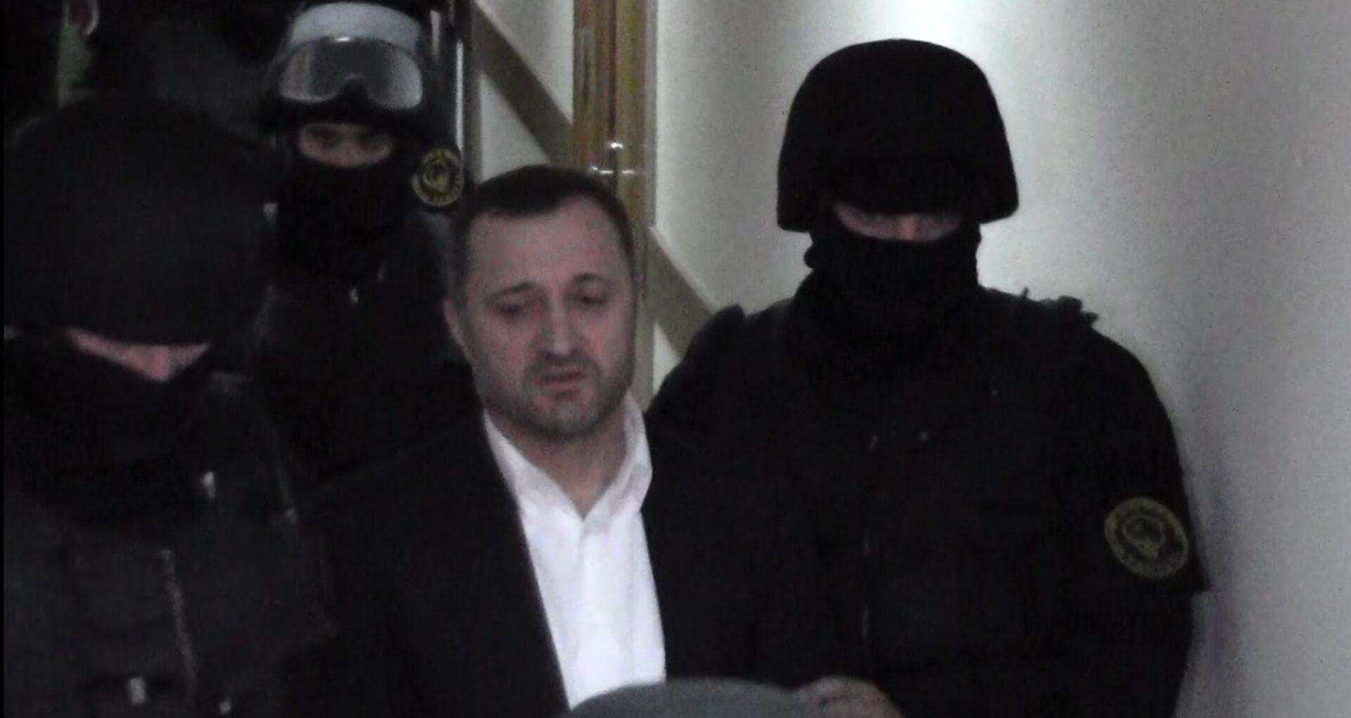 Magistrații au prelungit mandatul de arest pe numele lui Vlad Filat