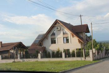Casa lui Radu Blaj și terenul din fața casei, care aparține lui Vlad Modârcă, foto: ZdG