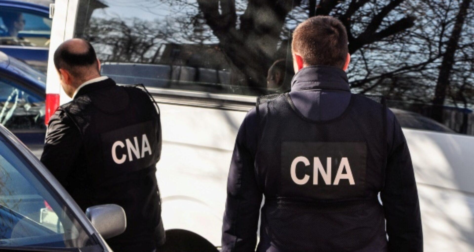 Numele angajatei DETS Râșcani și a femeii de afaceri escortate astăzi la CNA într-un dosar de corupție