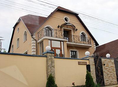 Casa familiei Coteţ dintr-o suburbie a oraşului Chişinău