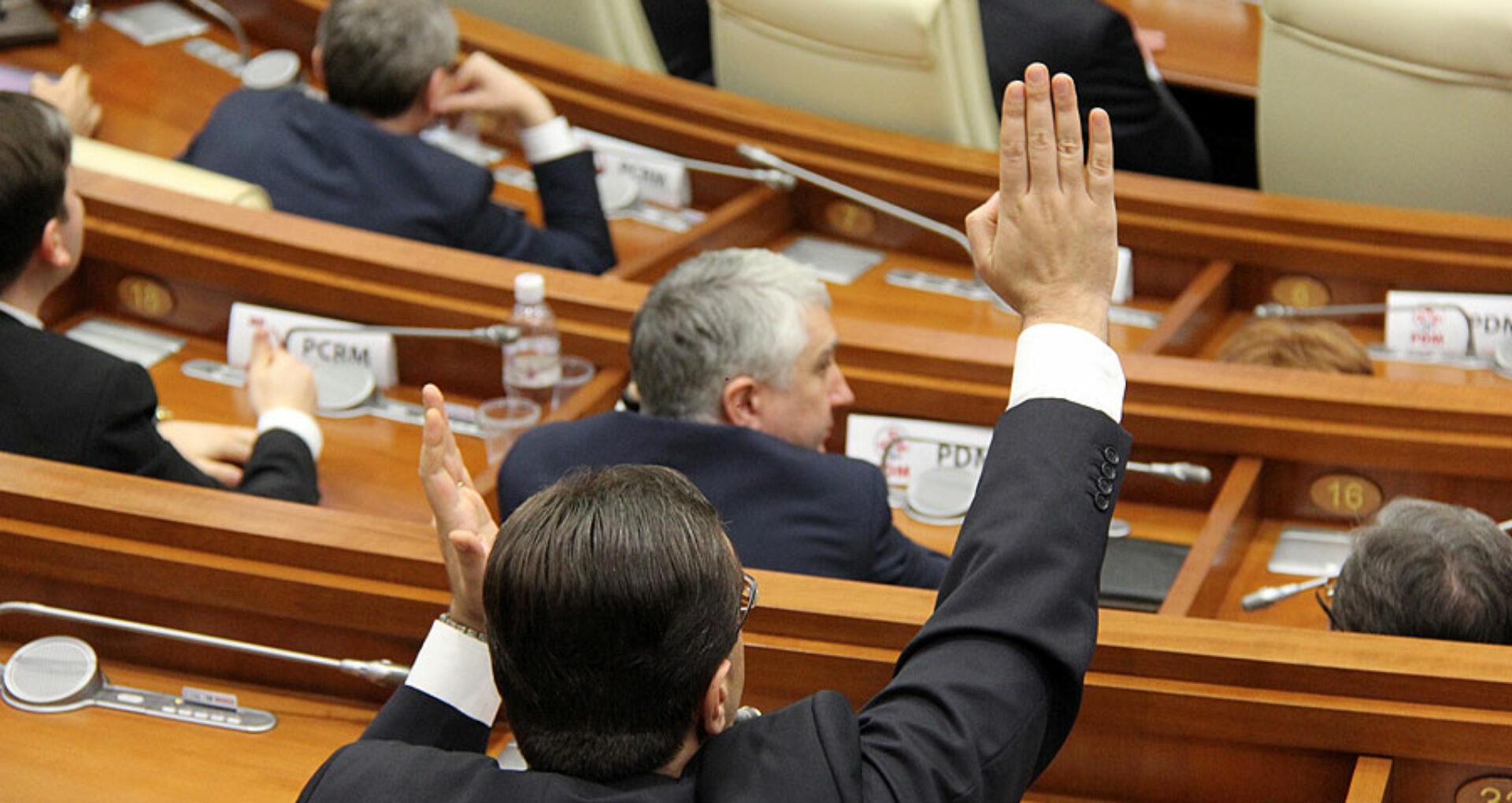 Cine sunt deputații care au votat pentru schimbarea sistemului electoral?