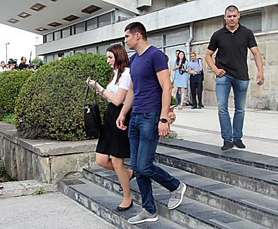 După condamnarea lui Filat, Adriana Bețișor a plecat însoțită de doi angajați ai CNA pe post de bodyguarzi