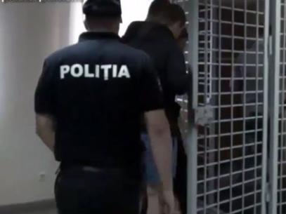 """Poliția anunță că a reținut o grupare specializată în furturi de locuințe prin metoda """"culegerii de chei"""""""