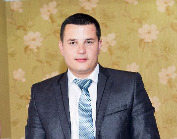 Mihai Dadu a fost reținut de ofițerii anticorupție pe 15 ianuarie 2014 în timp ce primea 2 mii de lei de la un bărbat suspectat de furt