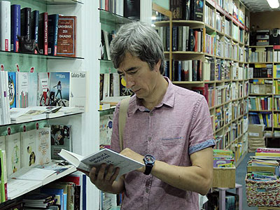 """Petru Negură, sociolog, împreună cu Vitalie Sprânceană și Vasile Ernu, au scos de sub tipar cartea """"R. Moldova la 25 de ani"""""""