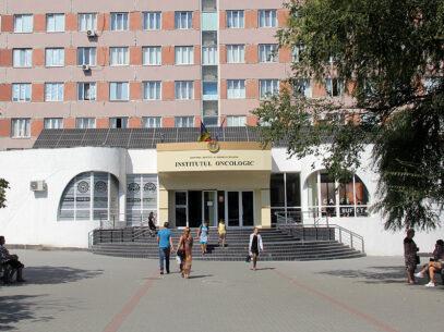 Institutul Oncologic explică de ce este defectat de câteva luni singurul aparat modern de radioterapie din R. Moldova