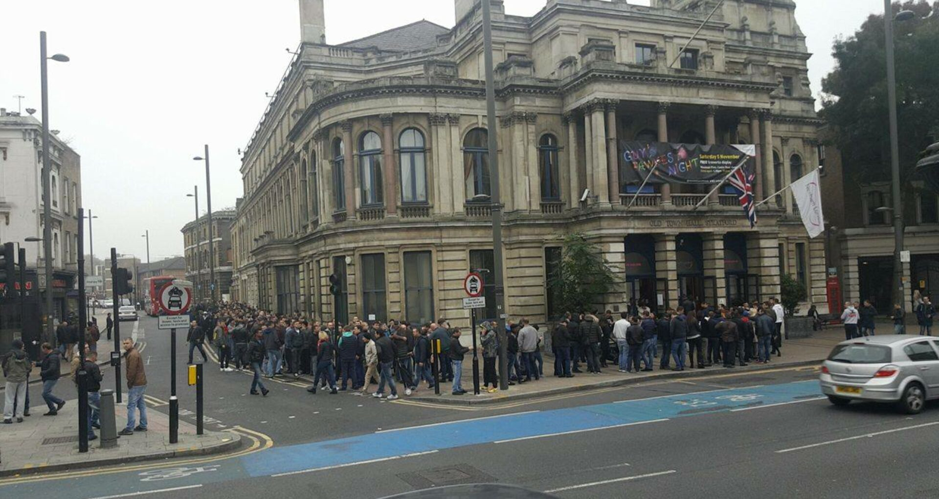 (FOTO, VIDEO) Moldovenii stabiliți la Londra se tem că nu vor reuși să voteze. Ce spune CEC despre numărul buletinelor rămase și prelungirea programului de votare
