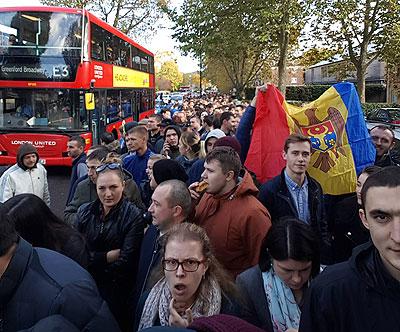 La ambele secții de votare deschise la Londra buletinele de vot s-au terminat cu mult timp înainte de închiderea urnelor