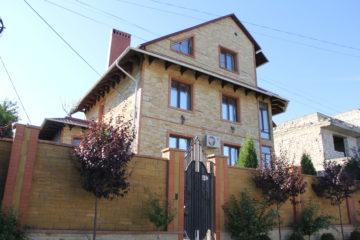 Casa înregistrată pe numele socrului judecătoarei Anton