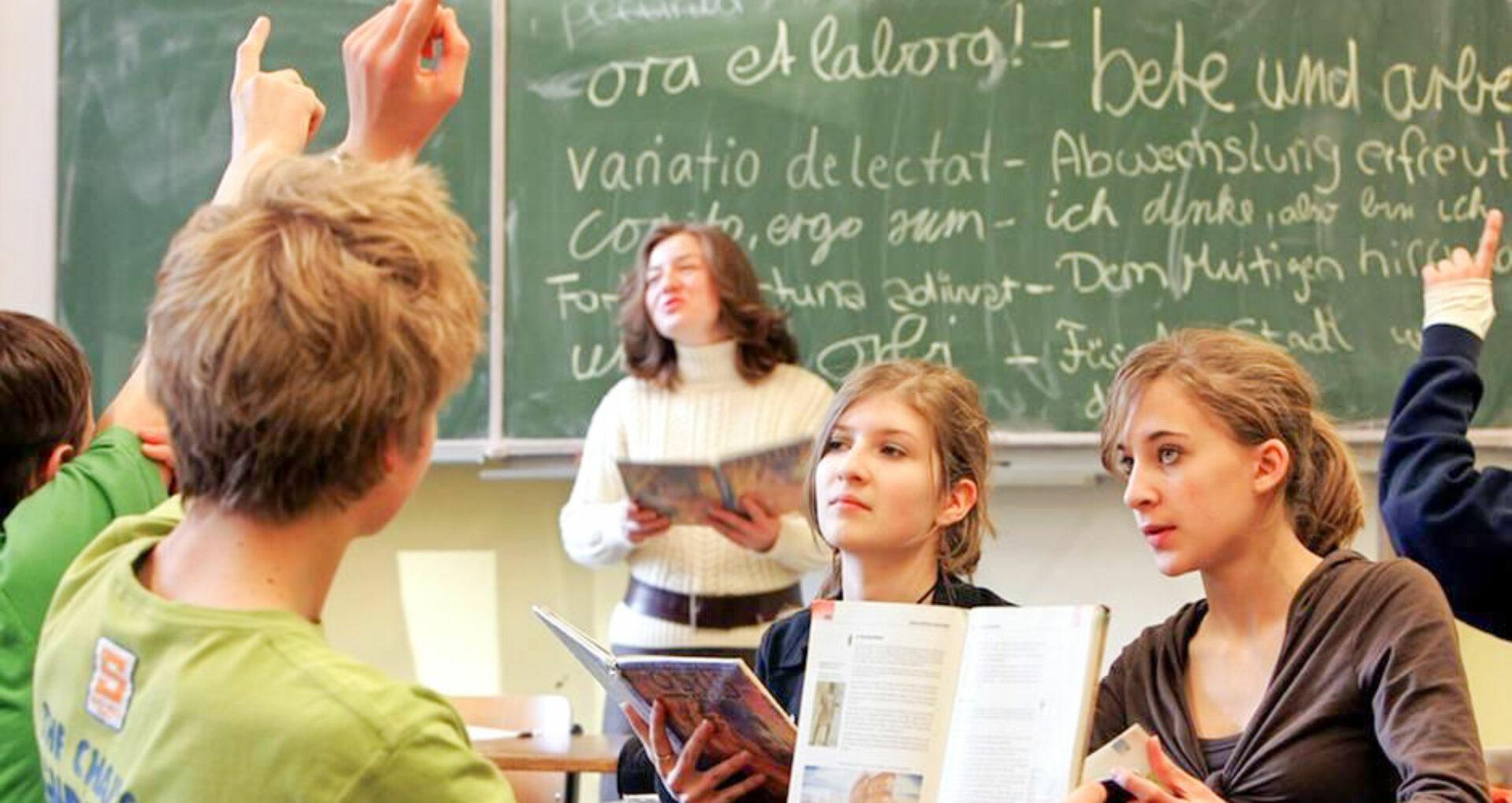 În România, școlile ar putea rămâne închise și la toamnă. Guvernul de la București a anunțat că pregătește logistica pentru această situație