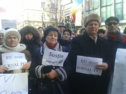 """(VIDEO) Acțiune de solidaritate: """"Nu vă atingeți de Jurnal TV"""""""