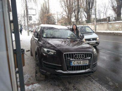 (VIDEO/DOC) Zăpada a eliberat trotuarele de mașini în Chișinău