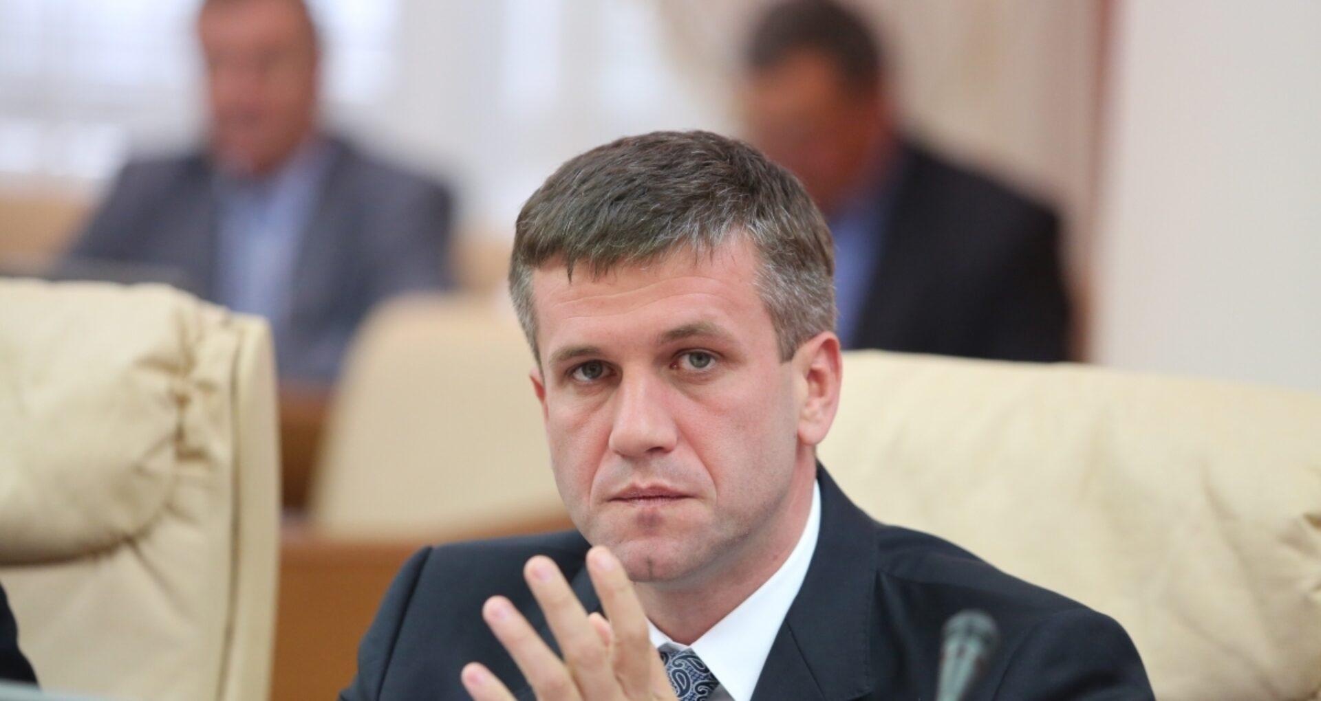 """Secretul condamnării fostului director SIS, Vasile Botnari. Jurist: """"Hotărârea judecătorească, chiar și în ședință închisă, se pronunță în ședință publică"""". Ce prevede legea"""