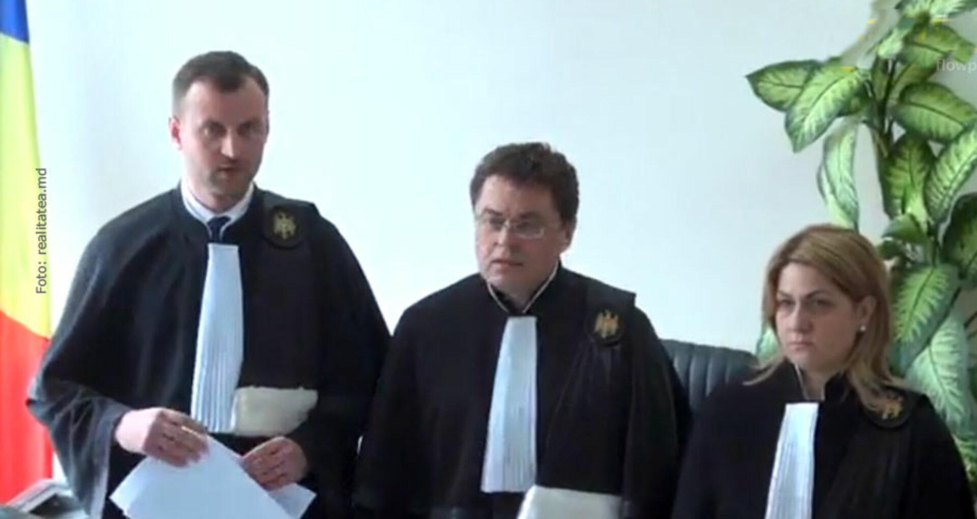 Procurorul şi judecătorii care  l-au condamnat pe Platon