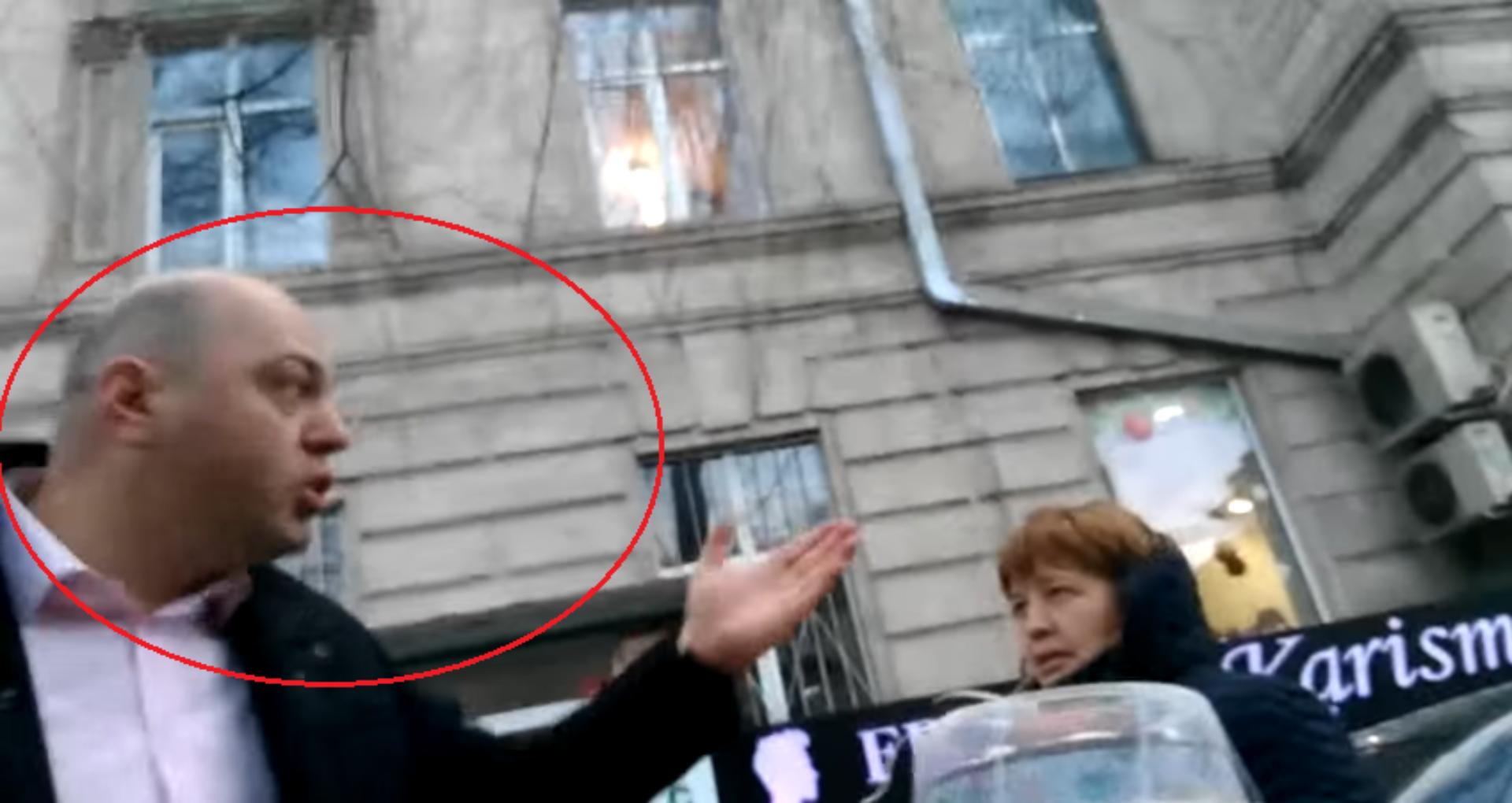 VIDEO/ Câștig de cauză pentru activistul care l-a filmat pe procurorul Dulgheru în timp ce se deplasa cu mașina pe trotuar