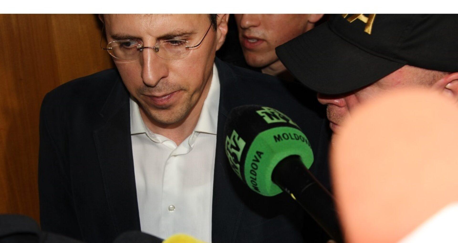 (foto) ULTIMA ORĂ! Dorin Chirtoacă părăsește Primăria însoțit de ofițerii CNA