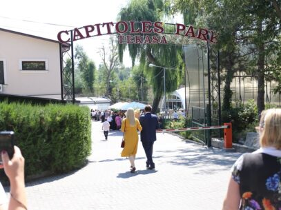 (foto) De la rugăciune la petrecere! Duhovnicul Mănăstirii Ciuflea sărbătorește ziua de naștere la un restaurant de lux