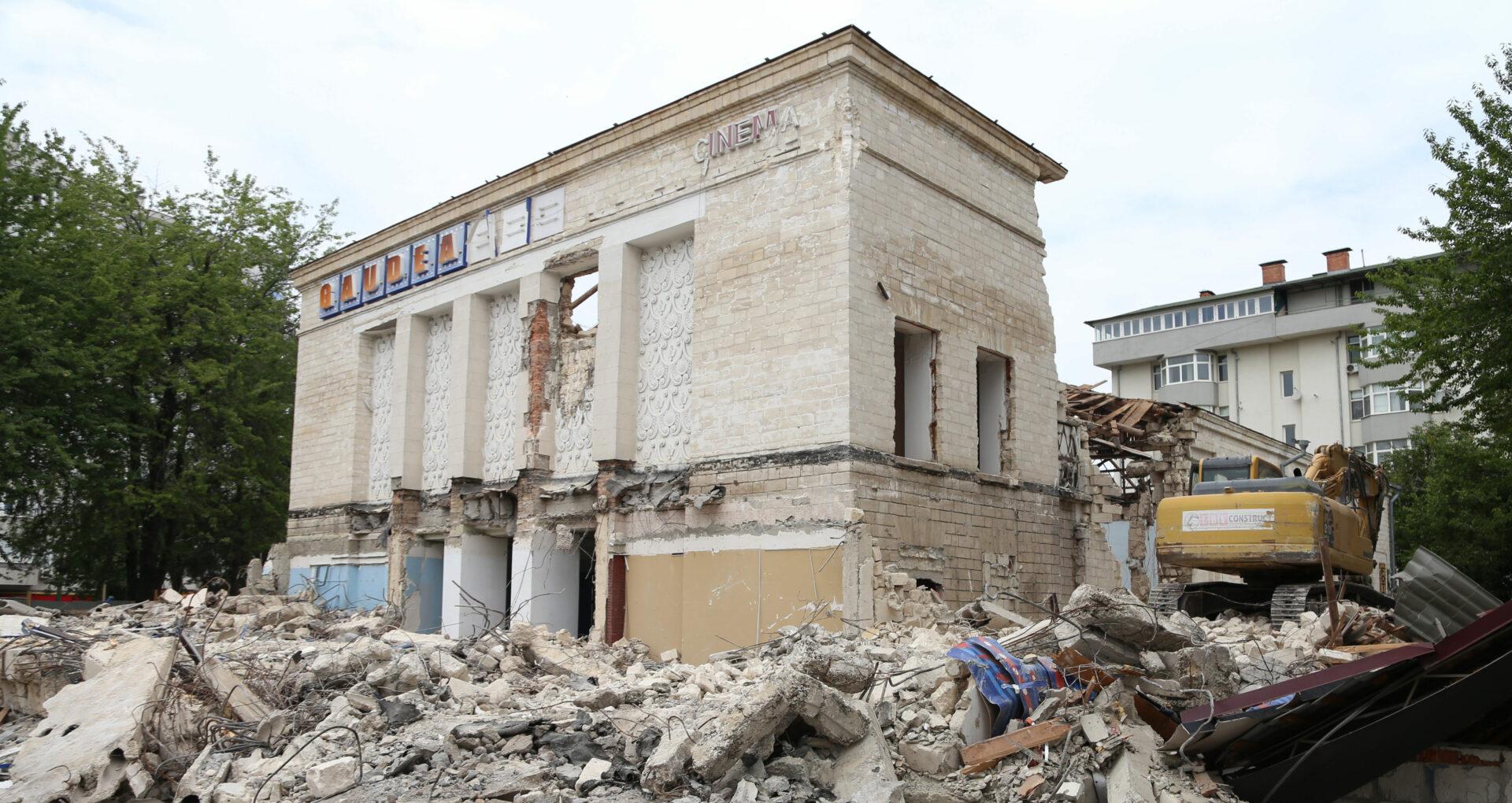 """Chirtoacă insistă pe necesitatea demolării cinematografului Gaudemaus: """"Acela nu e monument de arhitectură"""""""