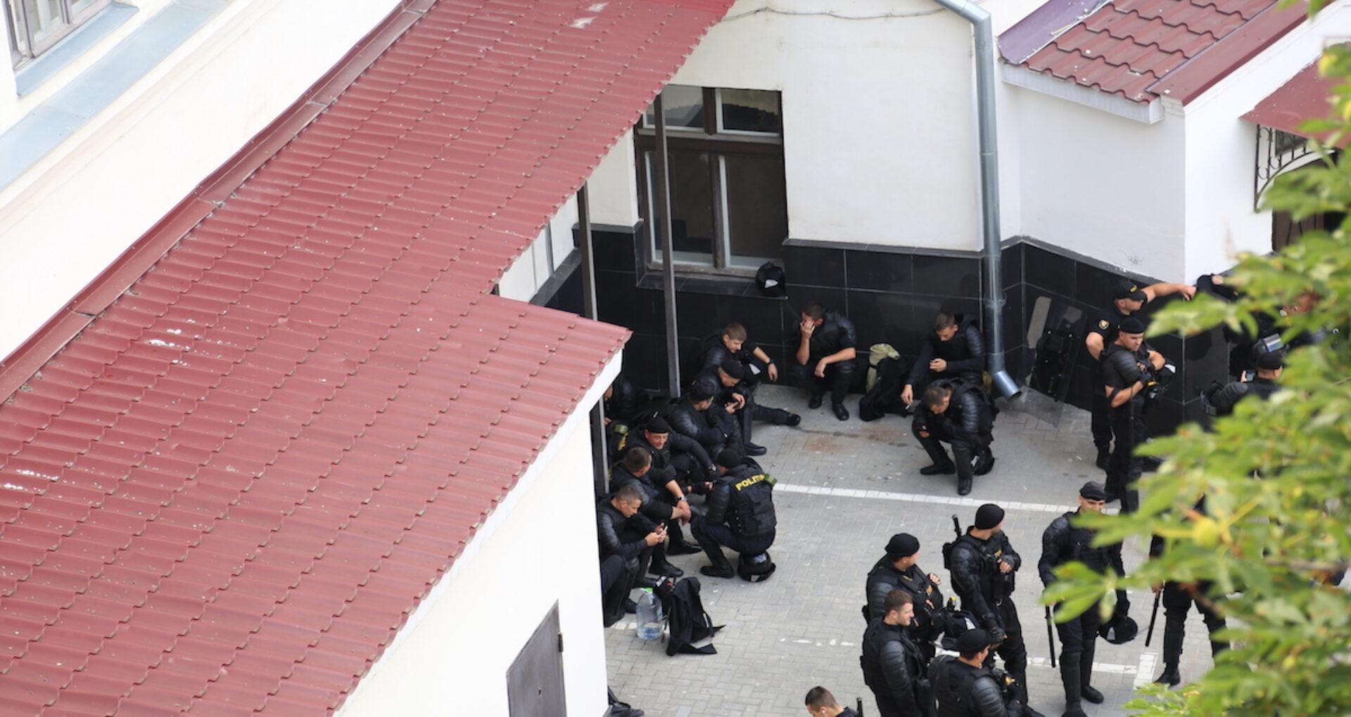 """VIDEO/ Intrarea în curtea interioară a CSJ, interzisă presei: """"Este instituție de stat și nu se permite accesul"""""""