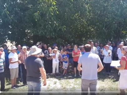 (VIDEO) Protest la Anenii Noi: Vrem drumuri bune. Nu-i corect să-l alegi pe om și el să uite de tine