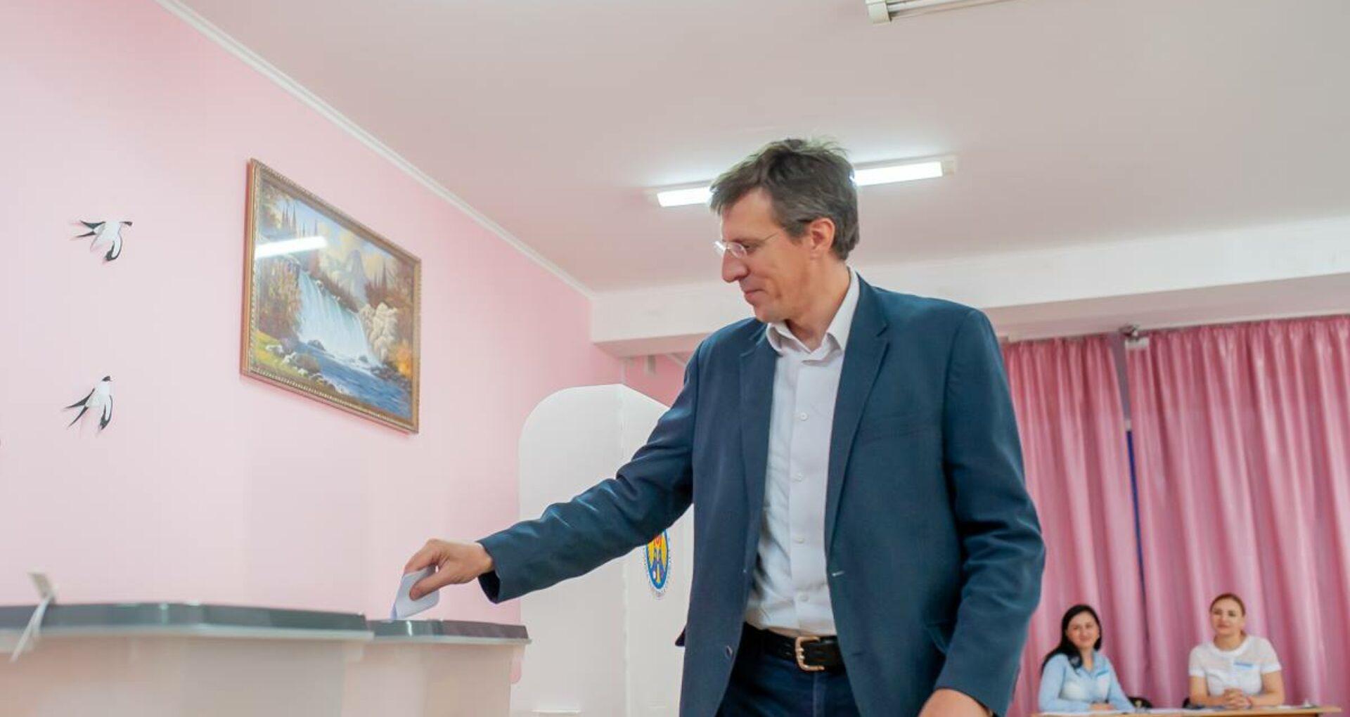CEC l-a înregistrat pe Dorin Chirtoacă în calitate de candidat la prezidențiale
