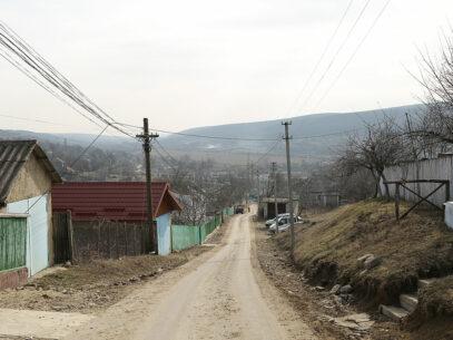 VIDEO/ Satul în care nu mai există speranţă va alege cu raţiune