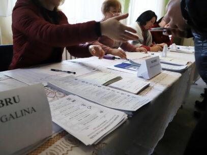 Văzut din afară: Ce spun observatorii internaţionali despre mersul alegerilor din R. Moldova